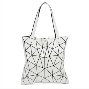 Handbags - Geometric tote / zip middle